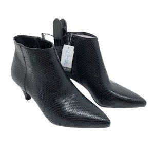(SH-136) Time and Tru BootS Heel Black Size 7